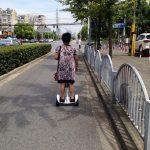 ninebot mini(九号平衡车)を乗りこなす上海の阿姨(オバちゃん)